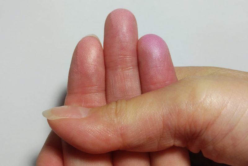 指の血色を濃くした画像